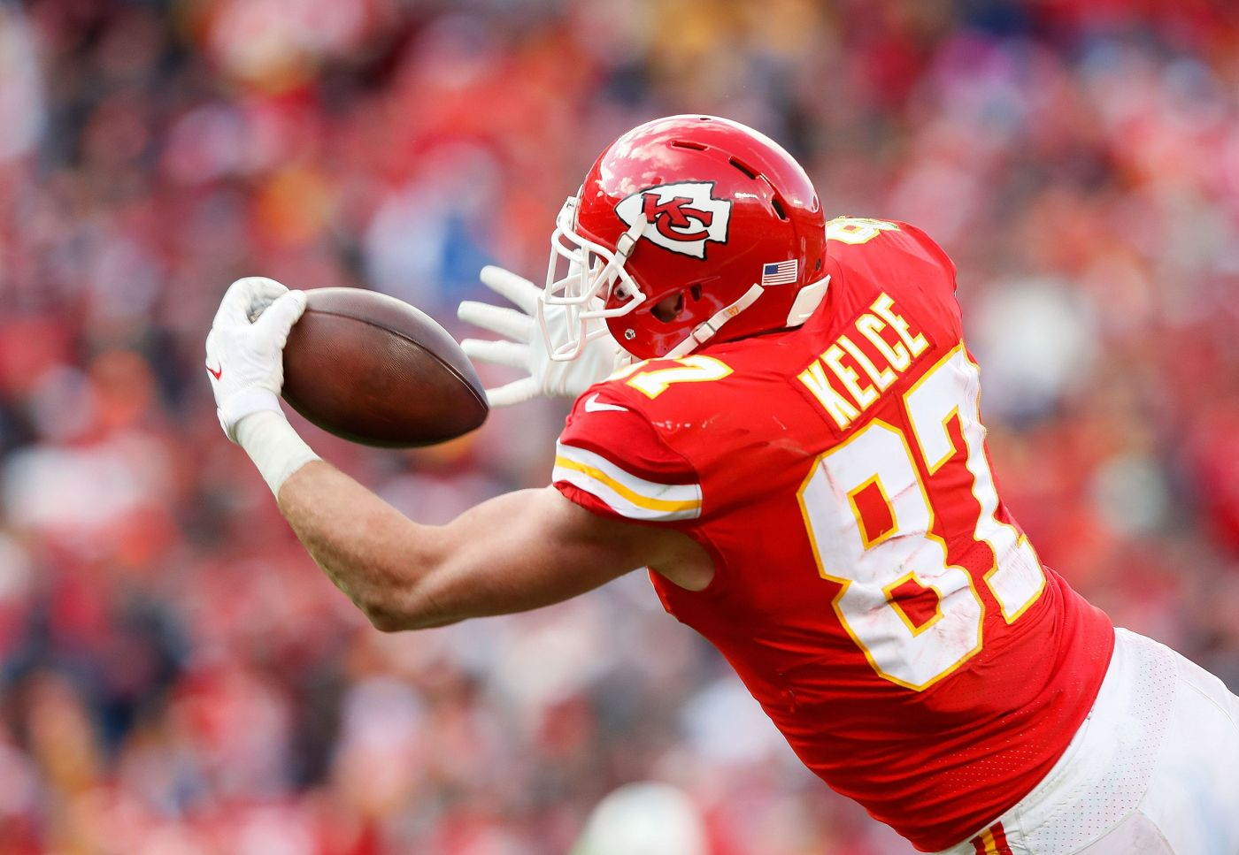 Travis Kelce continues to lead the way in fantasy at the tight end position
