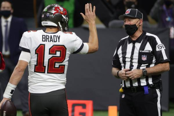 Tom Brady goes for the high five with the game's ref